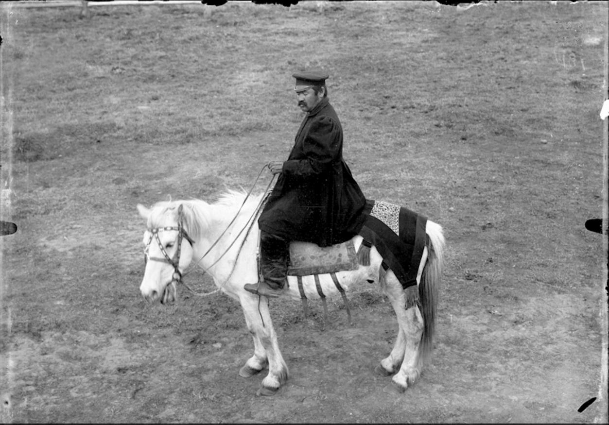 Якутский начальник на лошади