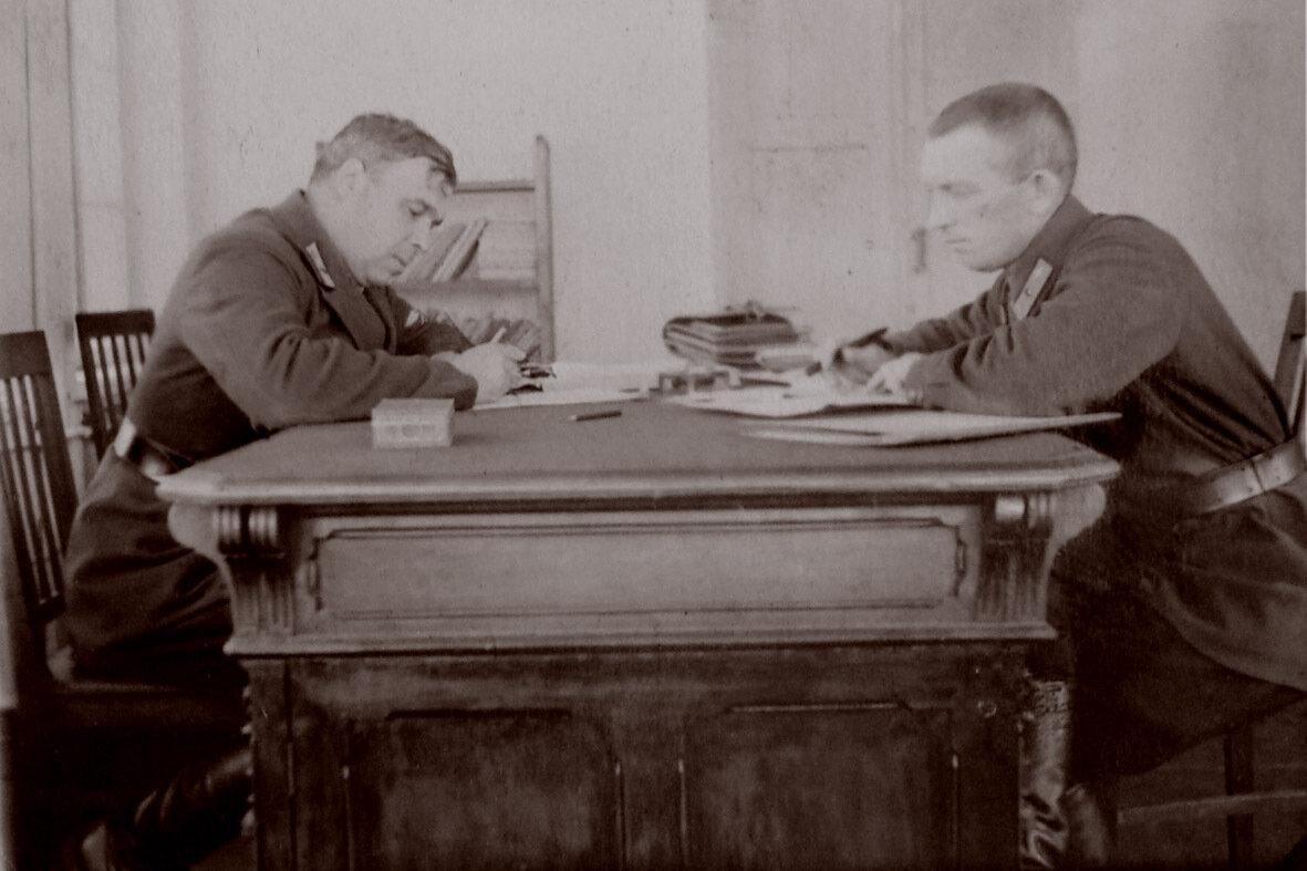 1935. Ком.АЭ И.Рухле и нач.связи Вайтюшкин. Ростов