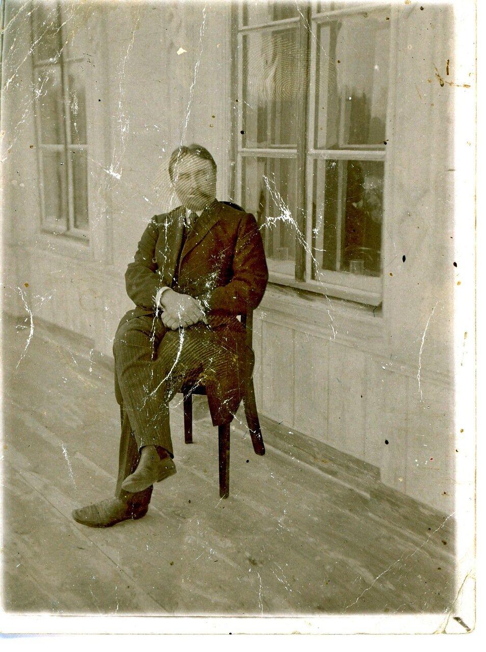 Сергей Сергеевич Баранов на веранде своего дома