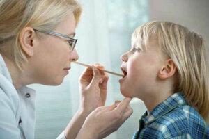 Лечимся дома: о чем говорит боль в горле у ребенка