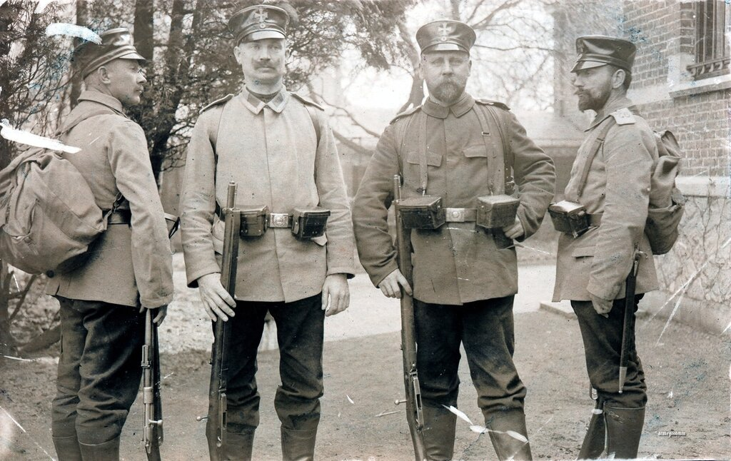 Landsturm infantrymen equipped with rucksacks