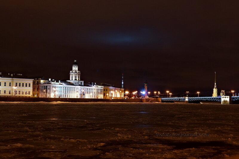 Кунскамера, 1818-1734гг, 1754-1758гг; южная ростральная колонна, 1805-1810гг и Дворцовый мост, ночной Питер