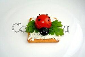 Бутерброды «Божья коровка»  с творожным сыром