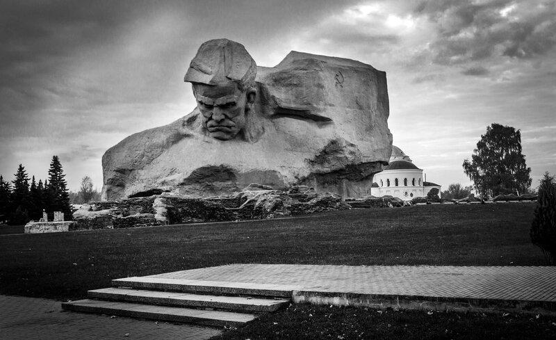 Монумент Мужество - главный памятник Брестской крепости