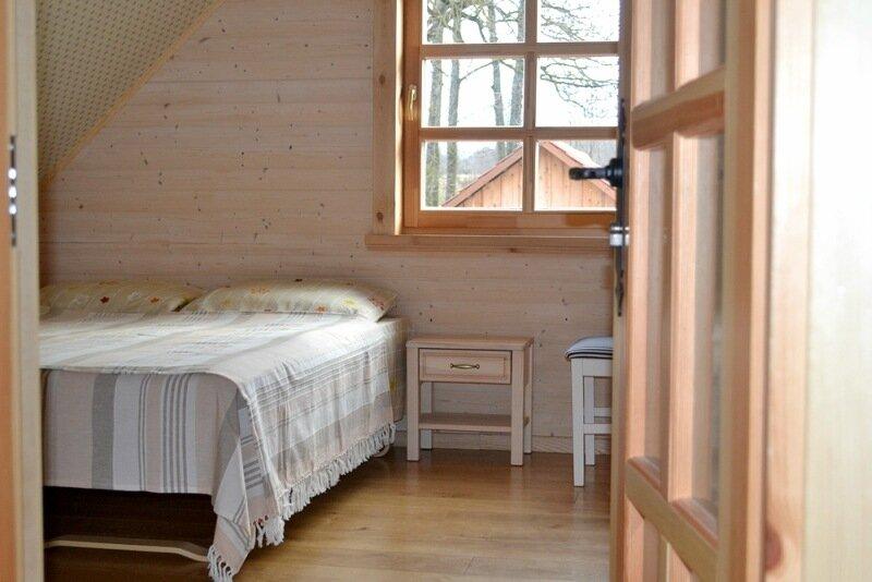 Гостевой дом 14 мест. Спальня с двухместной и одноместной кроватями