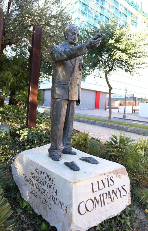 Таррагона. Памятник Луис Компанис. Rambla del President Lluís Companys