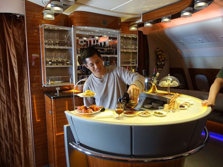 Каково это — за 300 долларов отправиться в полет стоимостью 60 тысяч долларов классом люкс авиакомпании Emirates Airline (69 фото)