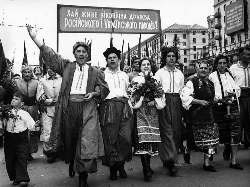 Первомайская демонстрация в Киеве. 1954 год.