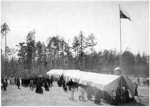 Белое море. Кондостров. Трапеза во время освещения церкви. 13 июля 1908 г.