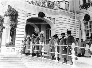 Группа генералов, наблюдающих за парадом полка. Справа налево - генерал Мейердорф, Зарубаев, М.А. Газенкампф.