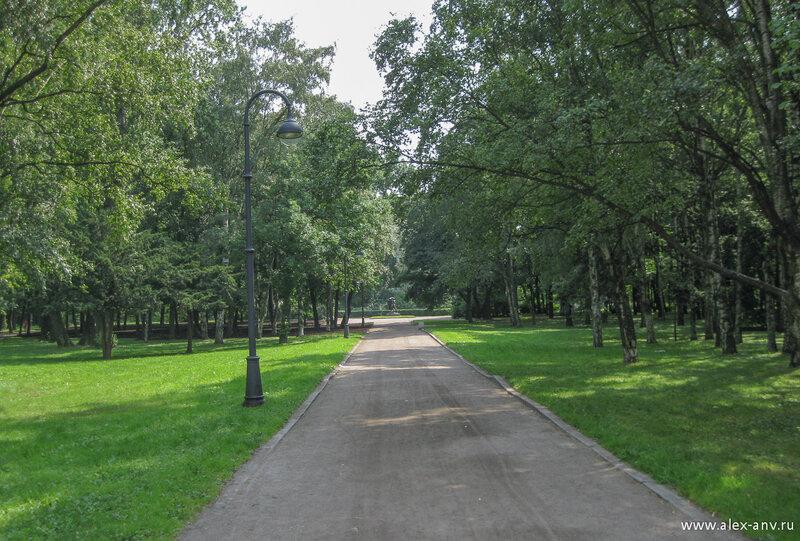 Московский парк Победы. Вид от северного входа на восток.
