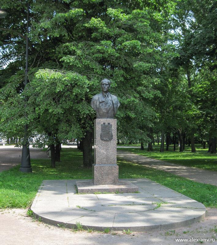 Московский парк Победы. Бюст М.П.Панфилова
