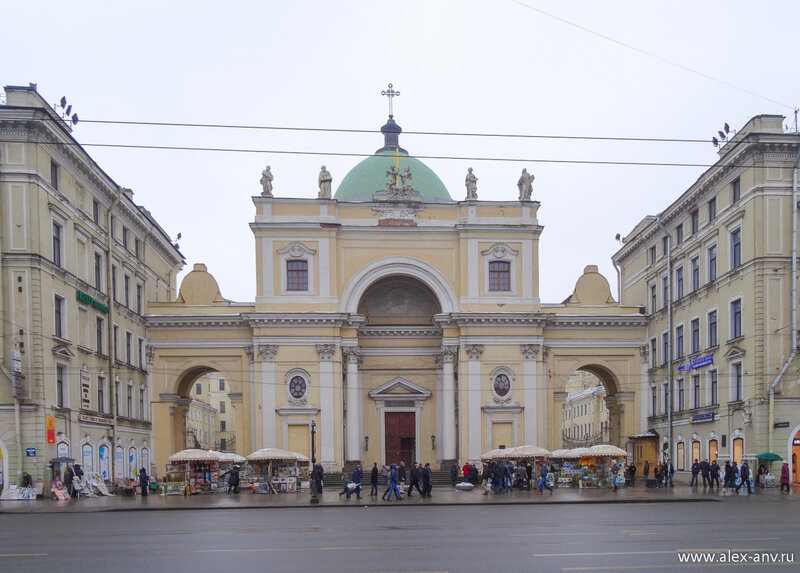 Римско-католический храм Святой Екатерины. Один из главных картинных развалов в городе.