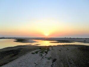 На вечернем берегу