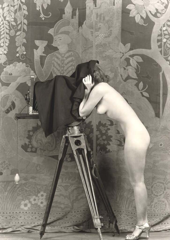 Порнуху чтобы голые в прошлых веках картинки