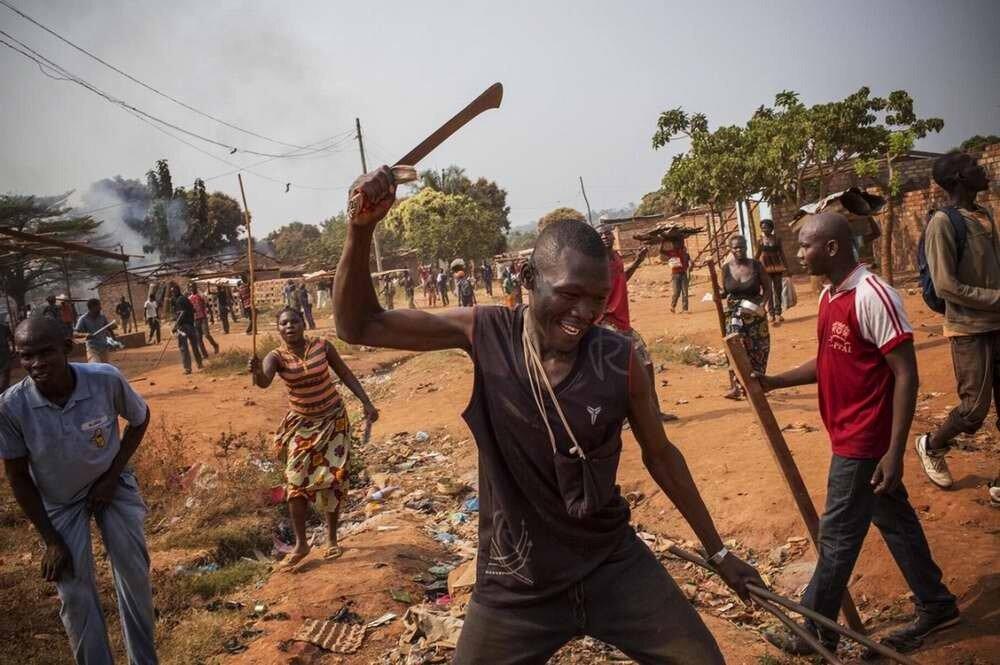 Люди из христианского движения Anti-Balaka нападают на мусульман и громят их кварталы