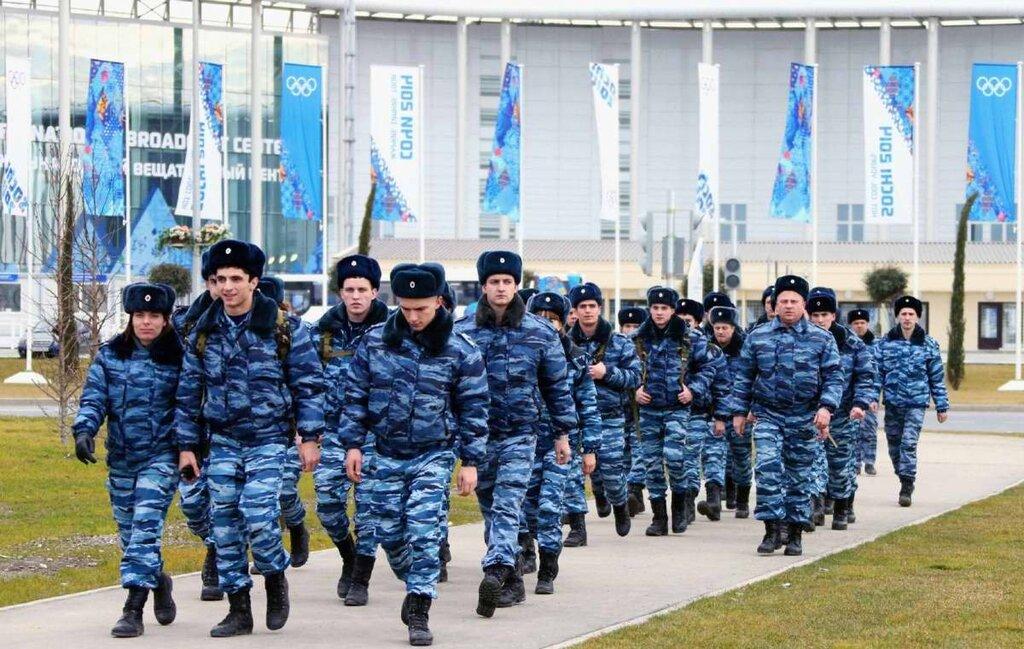 Колонны полицейских, собранных из разных частей страны (1)