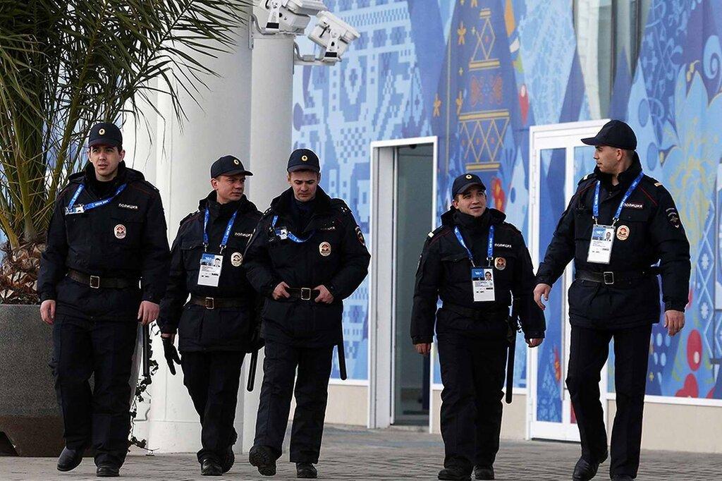Колонны полицейских, собранных из разных частей страны (3)