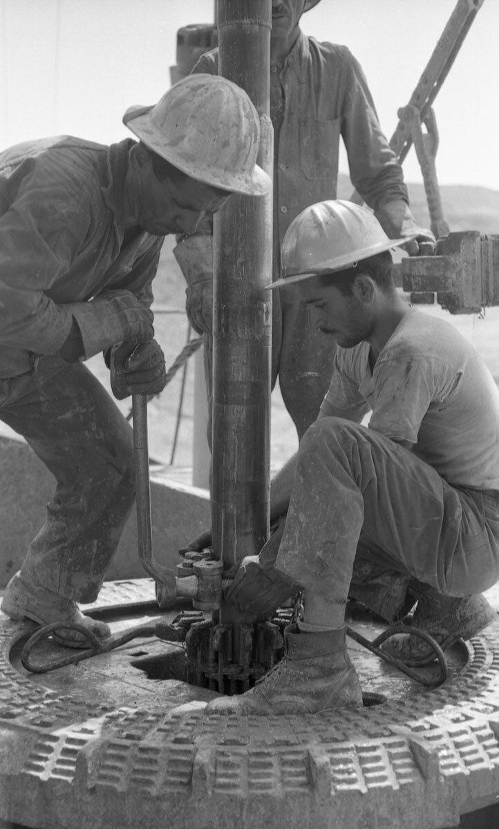 41. Работники нефтяной промышленности, Иран, 1958