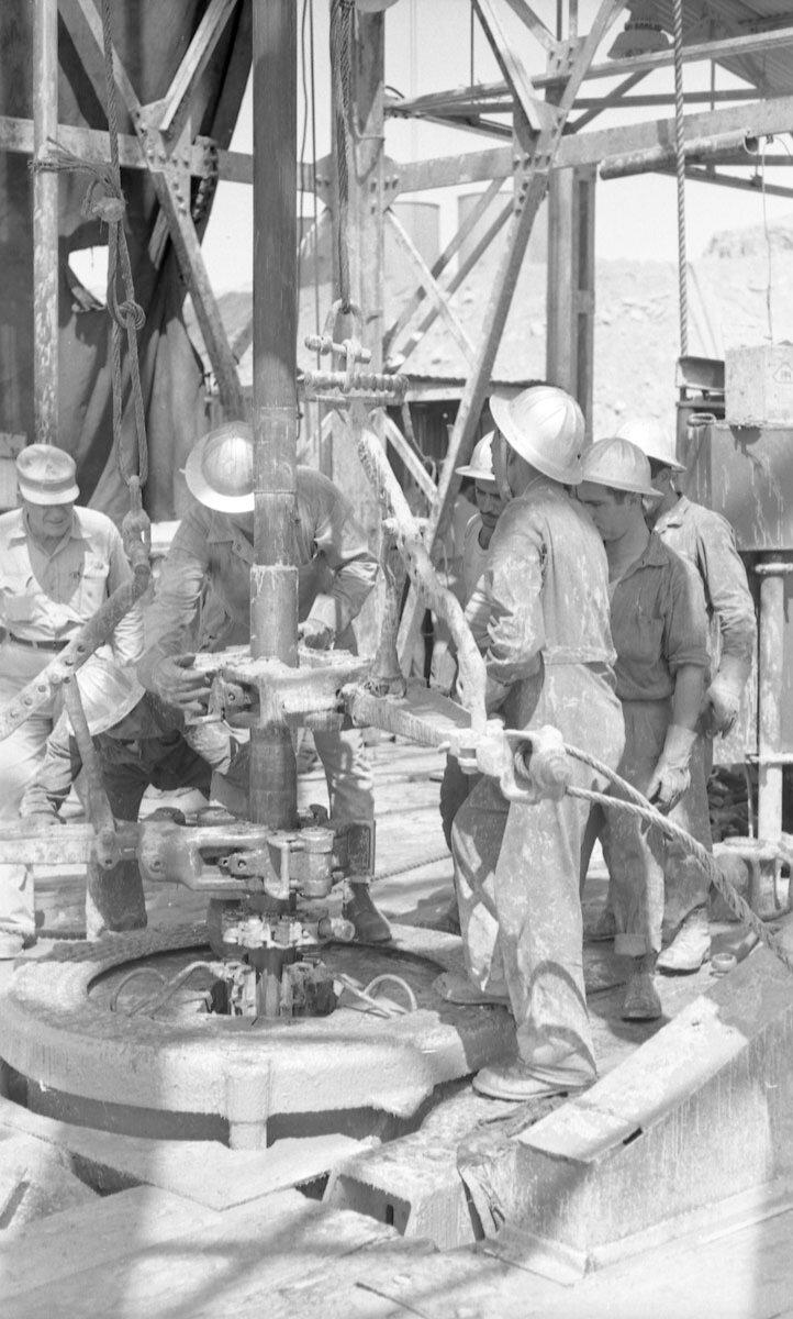 43. Работники нефтяной промышленности, Иран, 1958