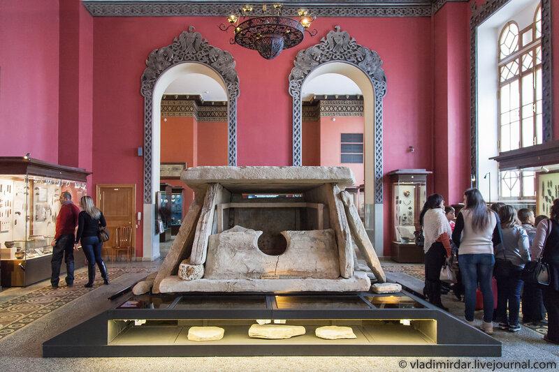 Дольмен Колихо в Историческом музее
