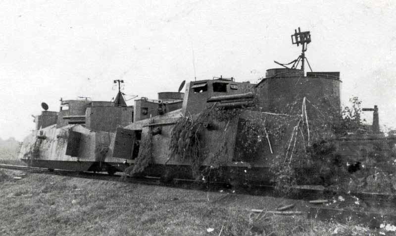 Захваченный советский бронепоезд.