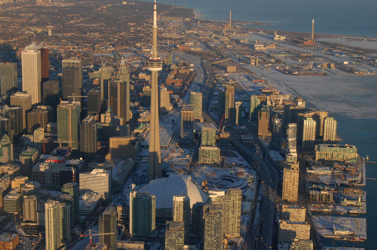 Aerial View of the CN Tower, Toronto, Canada бесплатно