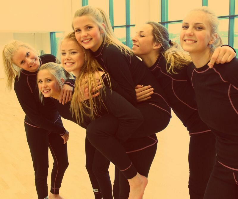Фотографии норвежских школьниц взорвали интернет (9 фото)