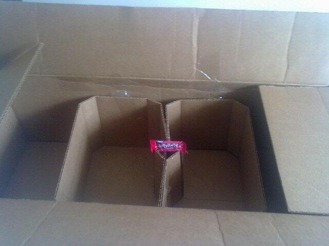 Отроллили троля! Доставка одной конфеты (2 фото)