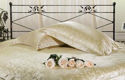 В России популярны сейчас подушки и шелковые одеяла