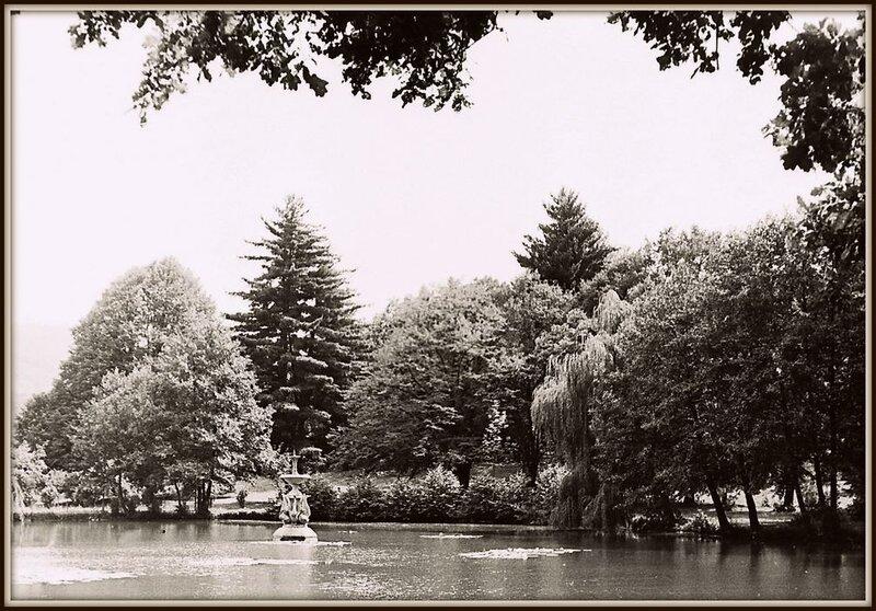 Замок Ш - пруд (1) 1967.JPG