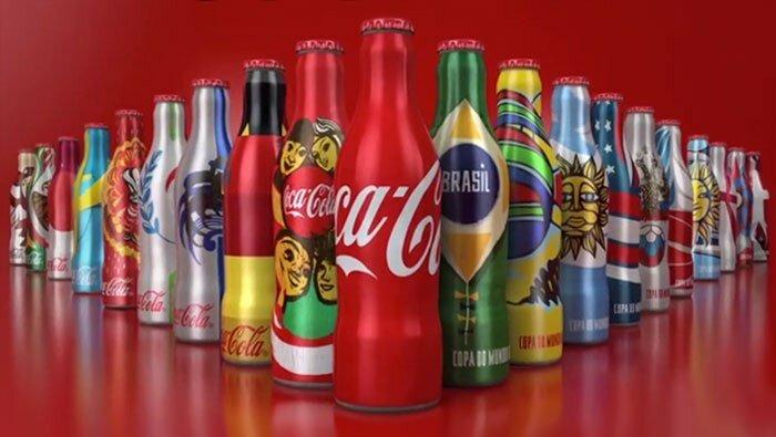 Coca-Cola представила дизайн мини бутылок 18 стран мира.