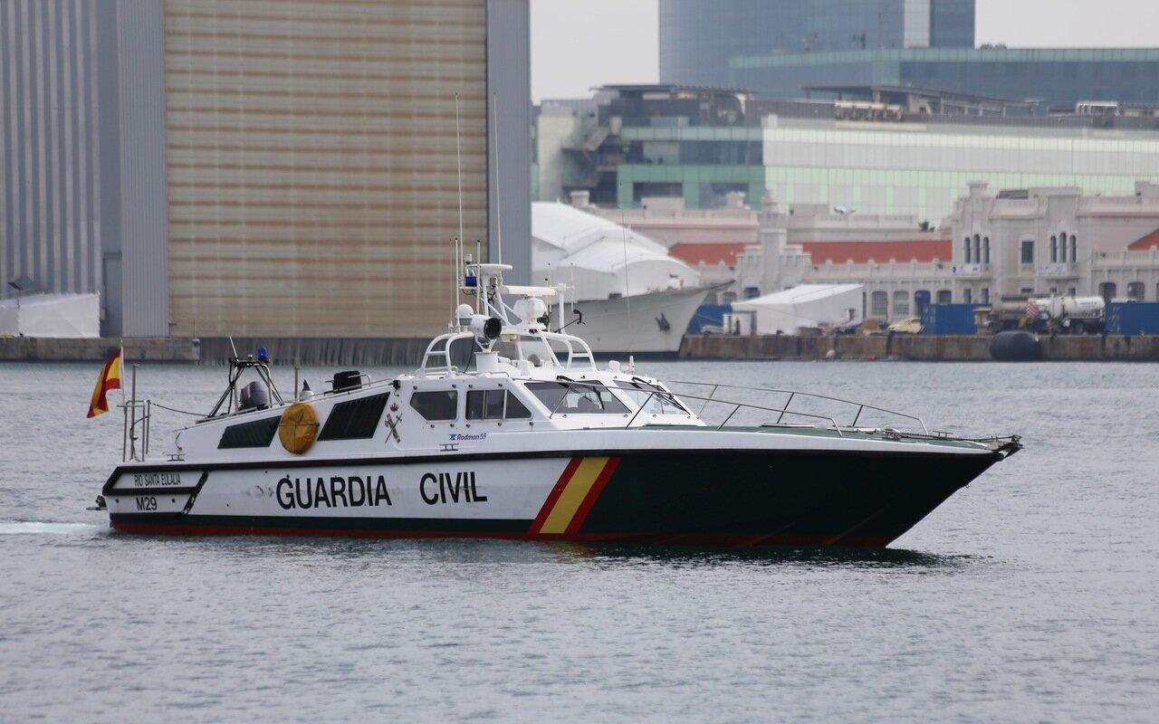 Барселона. Круизный порт. Катер национальной гвардии. Barcelona. Cruise seaport.  Guardia civil boat