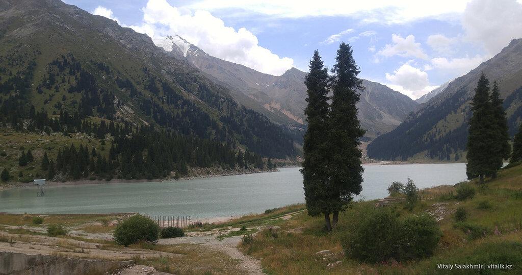 Фотография Большого Алматинского Озера.