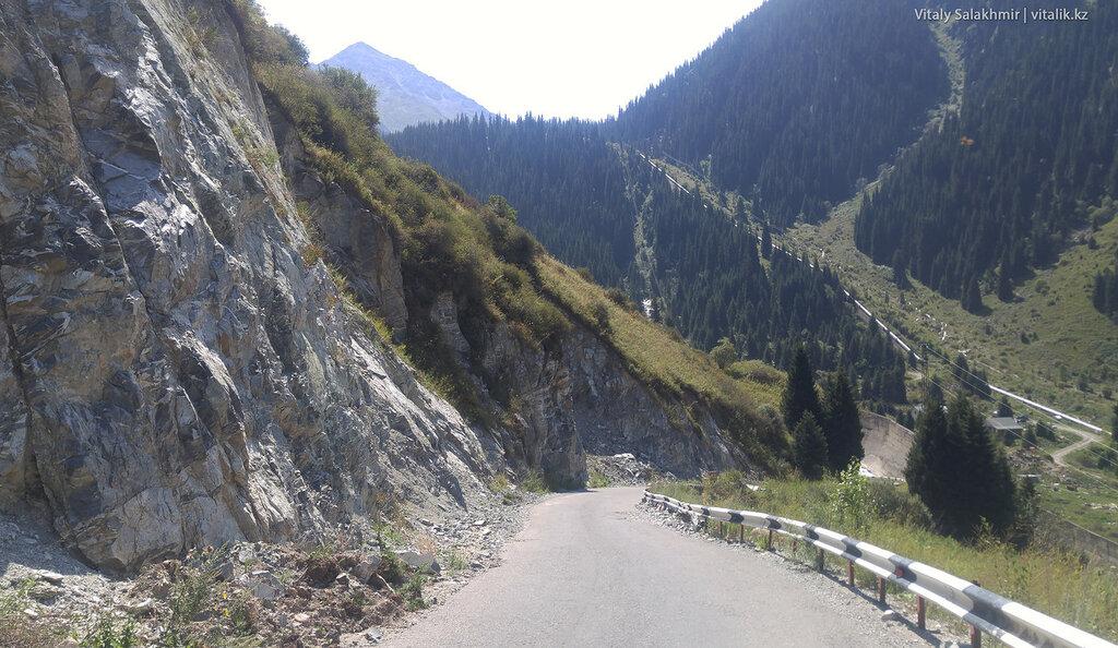 Скалы по дороге на БАО.