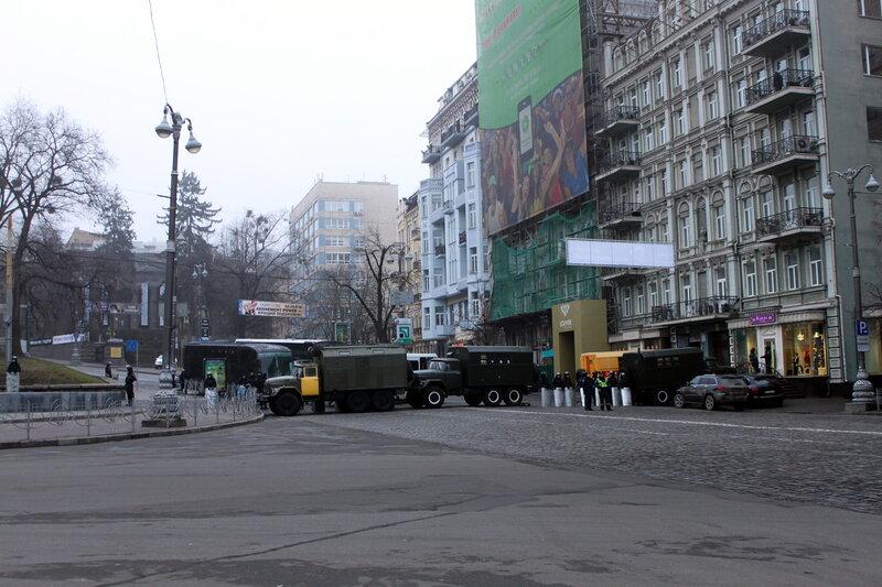 Спецназ перекрыл Грушевского
