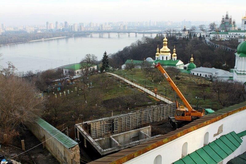 Стройка на территории монастырской пасеки