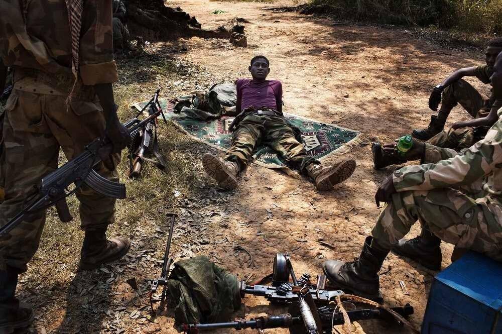 Новые группы бойцов мусульманской Seleka подтягиваются на территорию своей базы в процессе того, как от Human Rights Watch поступает информация о собранных ею фактах совершения ими военных преступлений