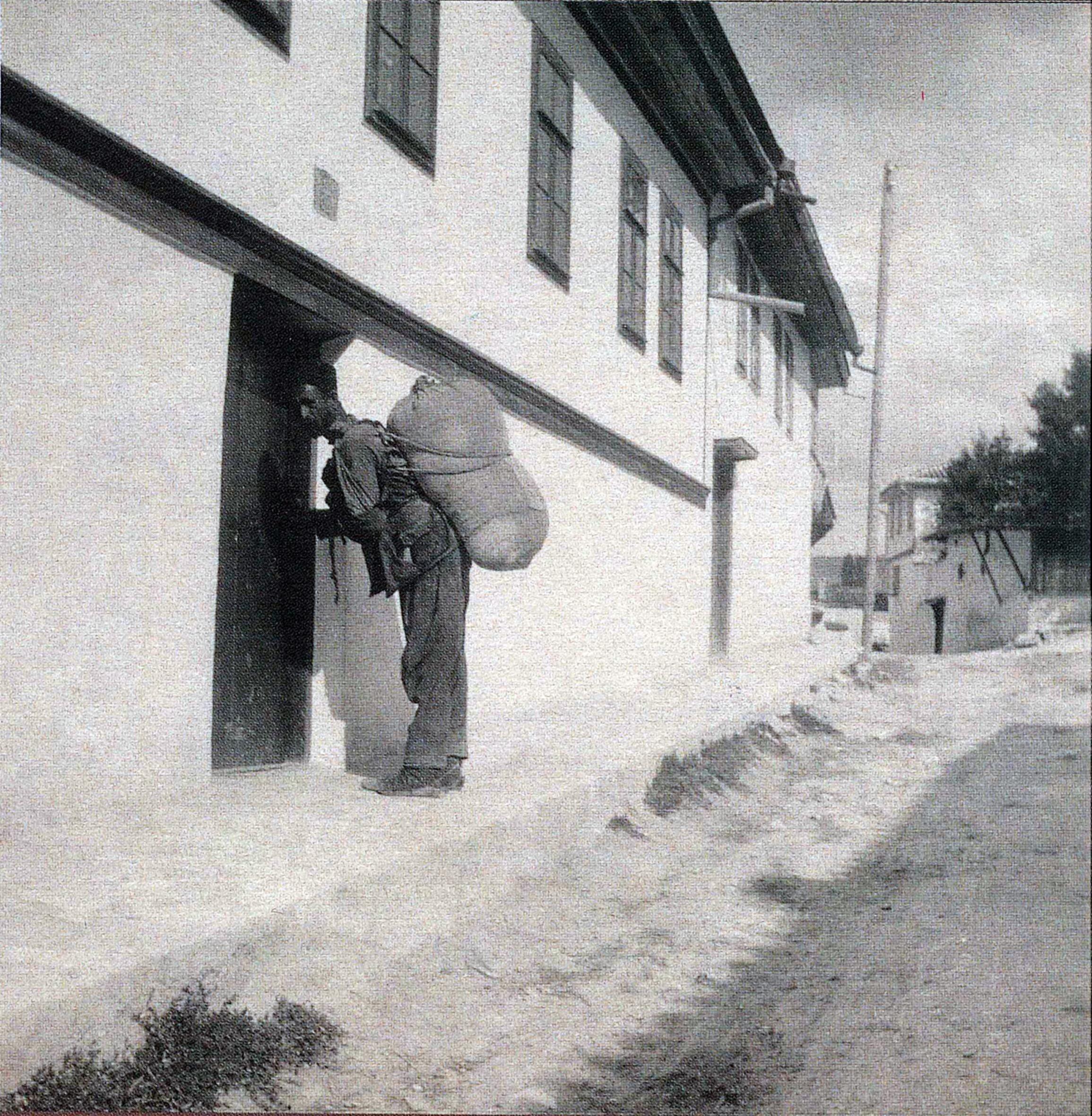 Носильщик на улице Бахчисарая