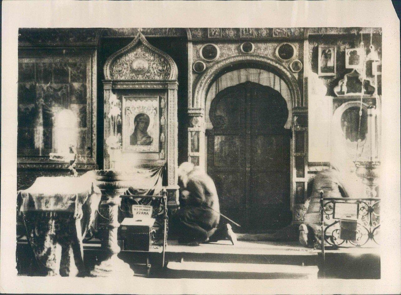 1930. Молящийся старик