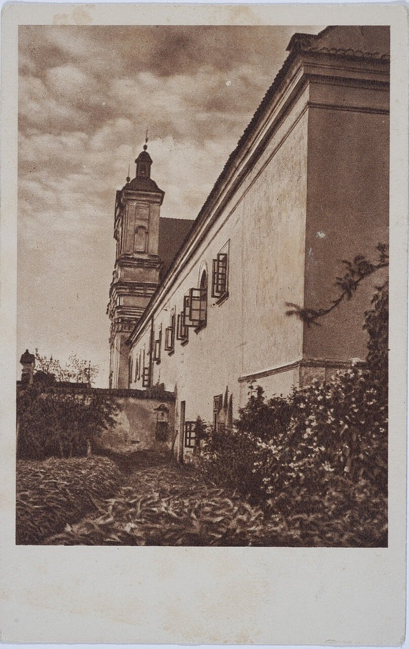 Монастырь Конгрегации Сестер Пресвятой семьи из Назарета. Одно из крыльев монастыря