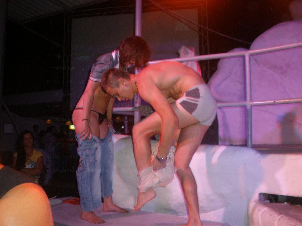 Уединились в клубе, На Вечеринке Уединились (найдено 81 порно видео.) 16 фотография