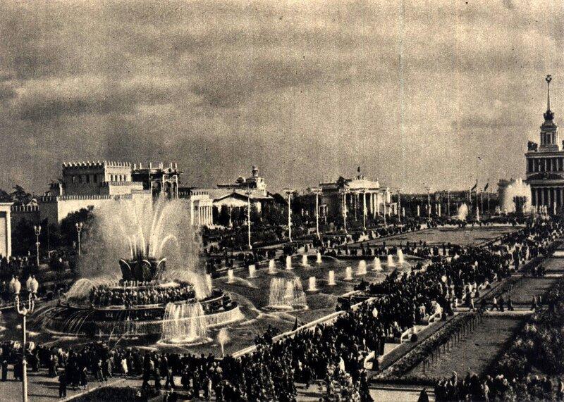 ВСХВ 1957 - Площадь Колхозов.jpg