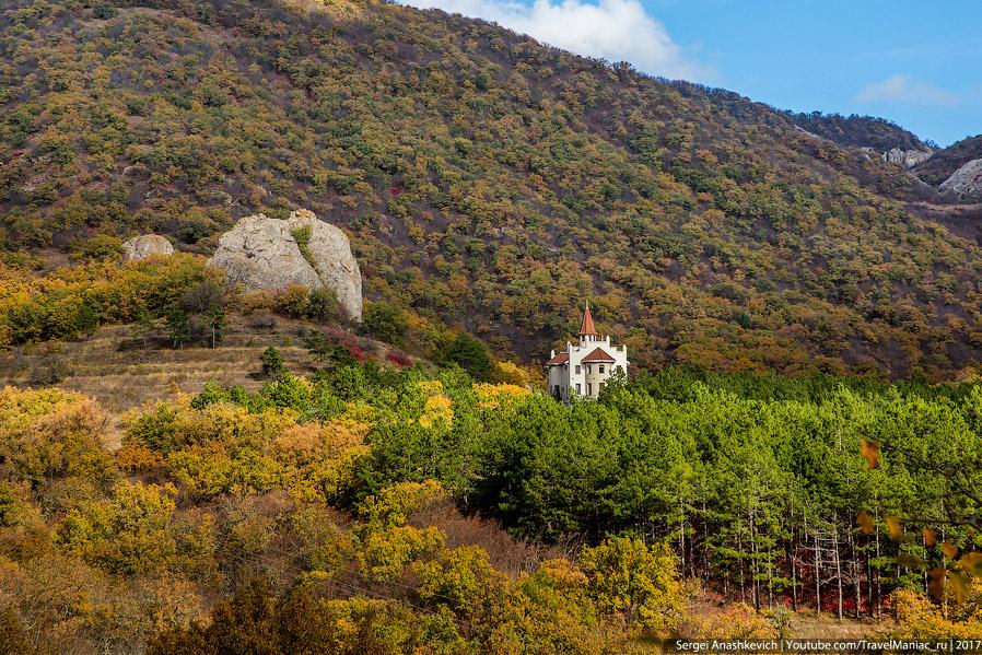 8. Дорога с другой, северной, стороны хребта, по пути к монастырю Сурб-Хач. Как видите, здесь листья