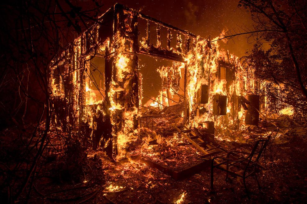 25. Сейчас более 5000 пожарных сражаются с лесными пожарами в Калифорнии. (Фото Jim Seida):