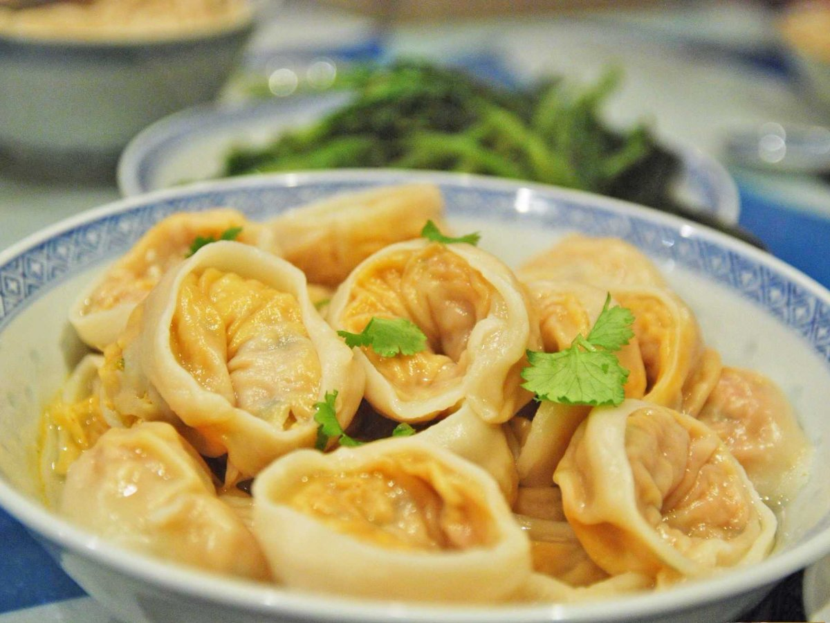 14. Кимчхи — гарнир, который делают из квашеных овощей со специями. Это любимое корейское блюдо. Нас