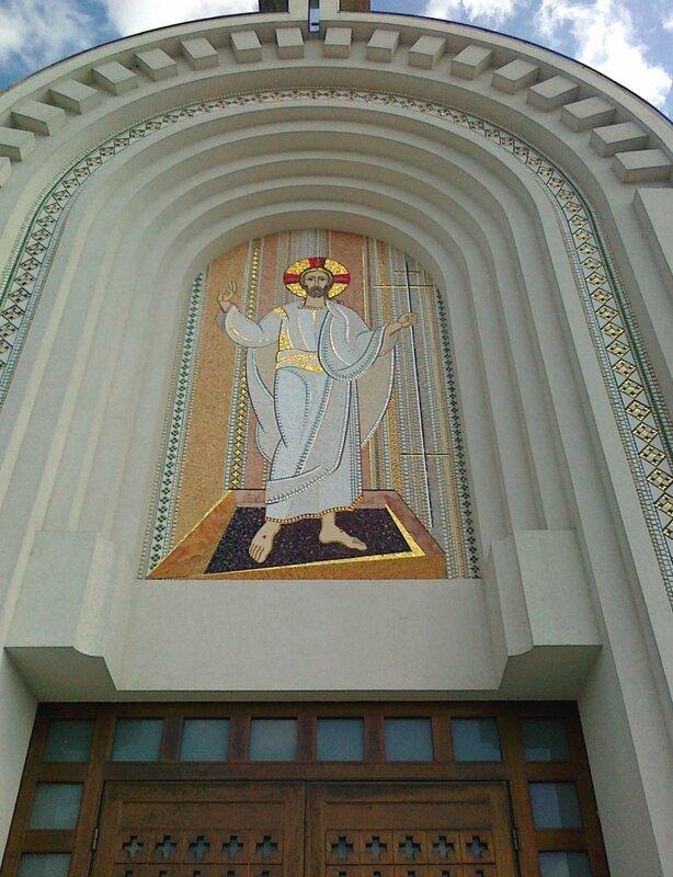 Мозаика над главным входом в собор