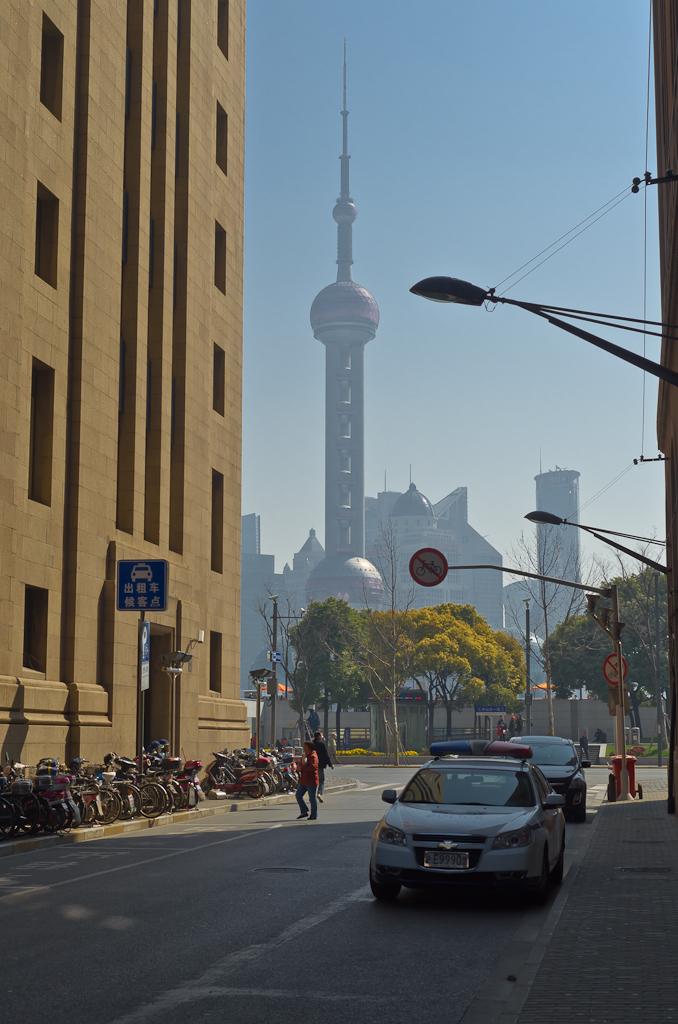 """7. Появилась в поле зрения """"Жемчужина Востока"""" - самая известная достопримечательность Шанхая. Отзывы о путешествии по Китаю дикарями."""