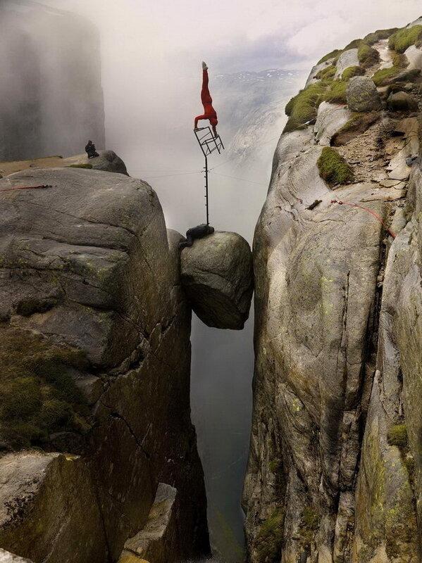 Камень Кьерагболтен (камень-горошина). Норвегия