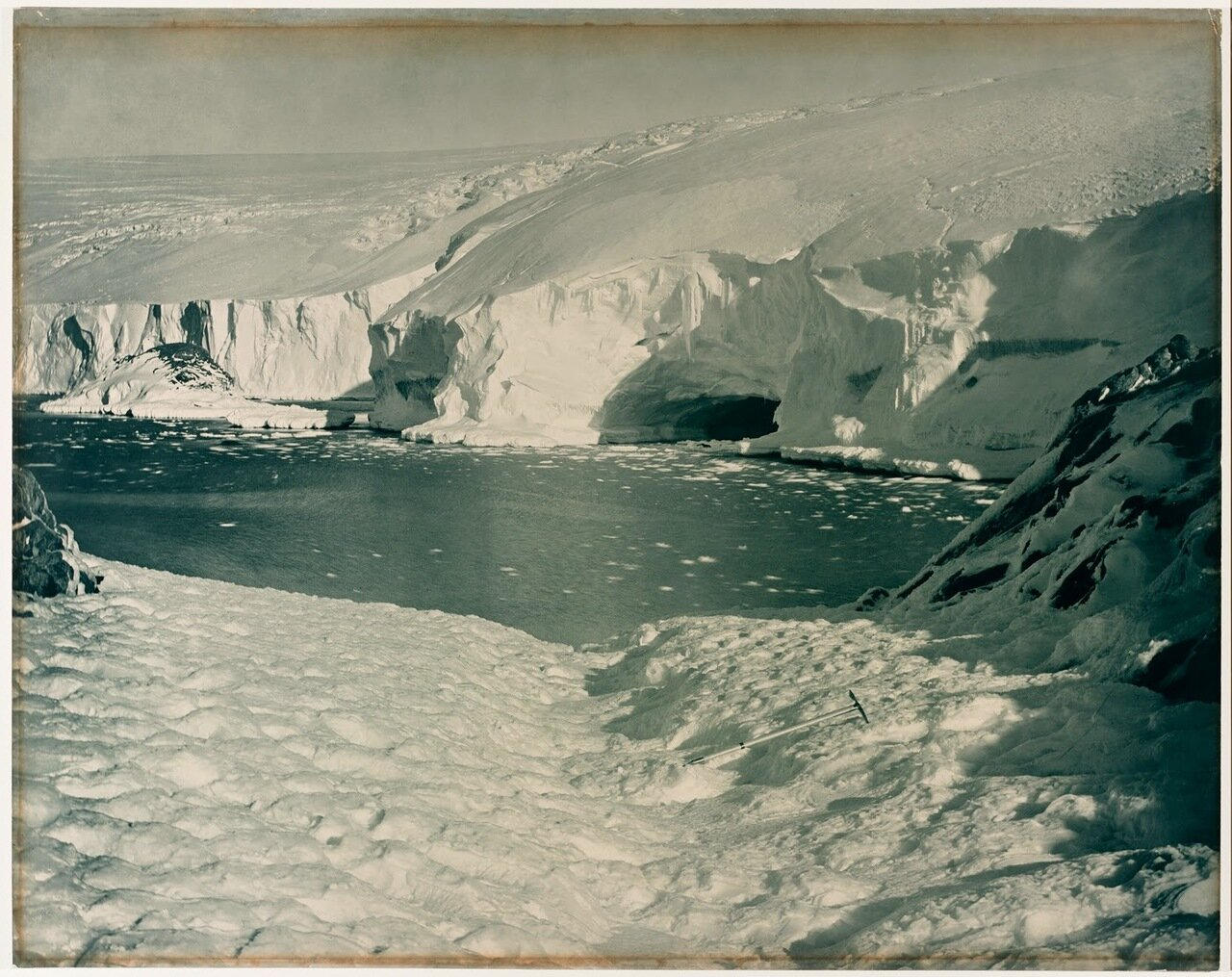 Вход в ледяную пещеру